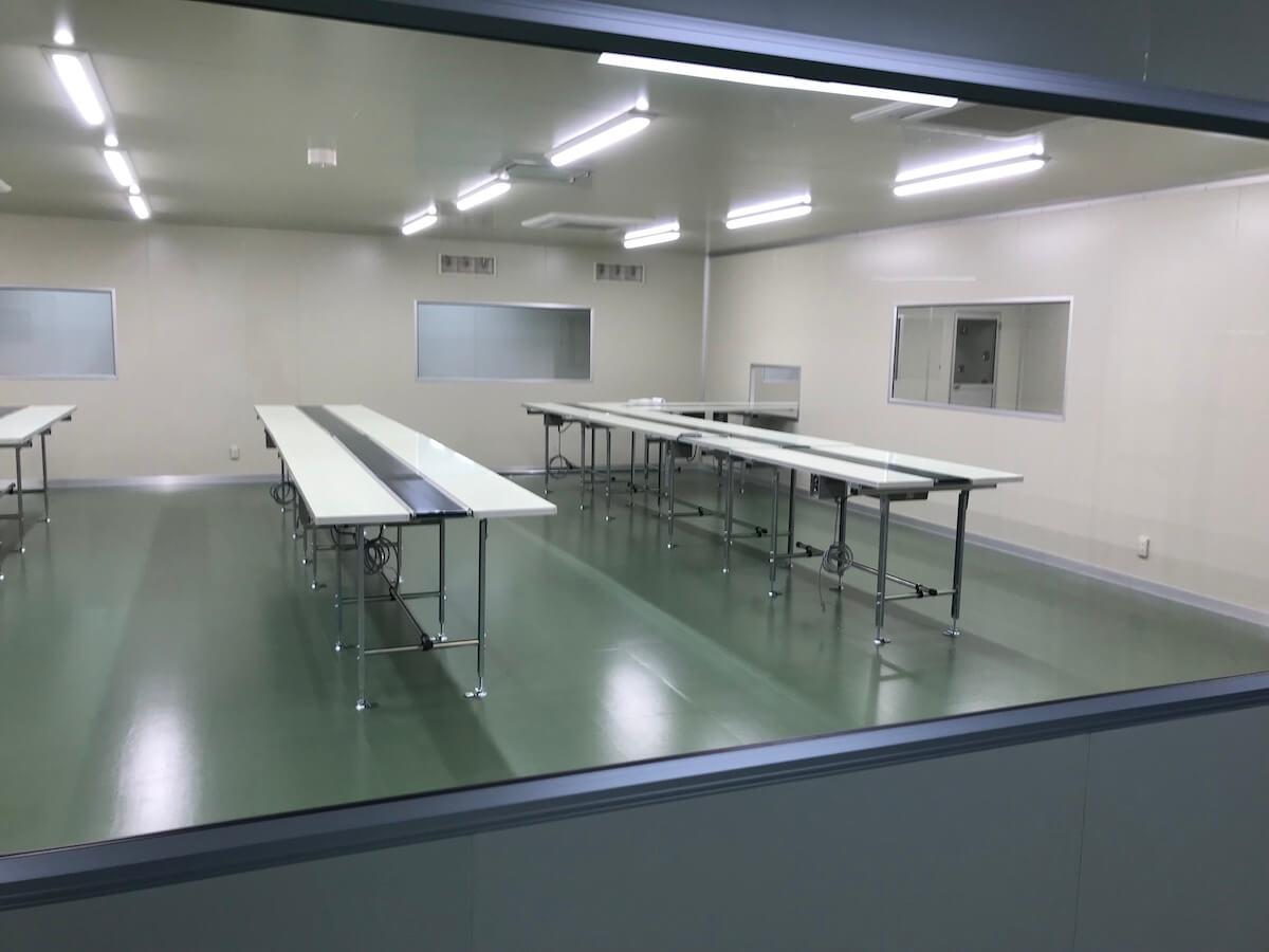 化粧品製造工場のクリーンルーム
